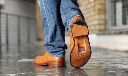 La operadora O2 recicla zapatos para crear «zapatófonos»