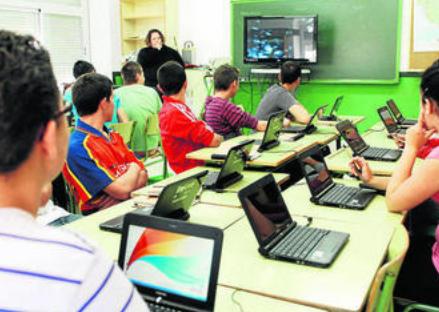Andalucía duplica el acceso a la banda ancha en cinco años